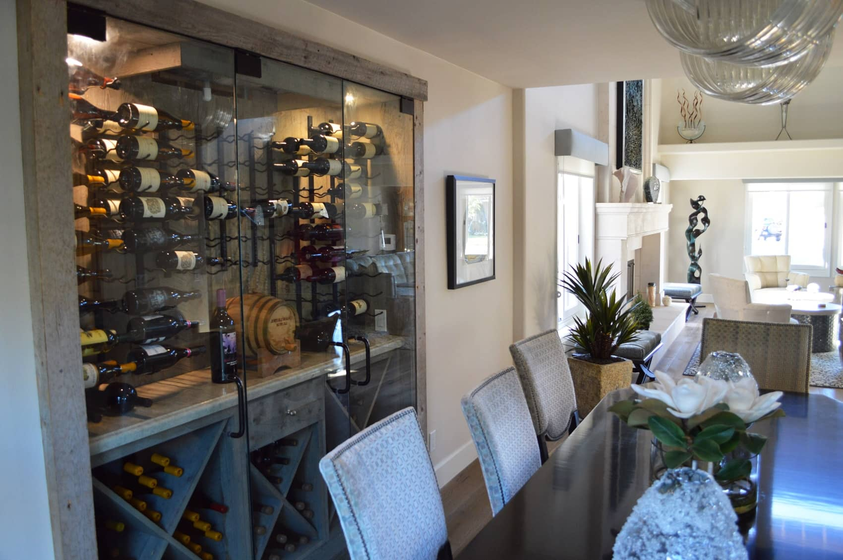 A perfect balance of wooden and metal racks harmonizes this transitional wine cellar into an elegant piece of art.